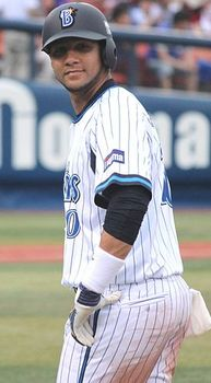 20140608_Yulieski_Gourriel_Castillo_,_infielder_of_the_Yokohama_DeNA_BayStars,_at_Yokohama_Stadium.JPG